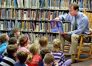 Trey Cassidy Reading to Kindergarten Students